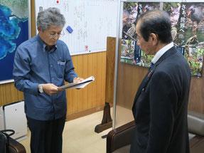 波照間公民館による船舶安定運航に関する要請が行われた=11日午後、竹富町役場