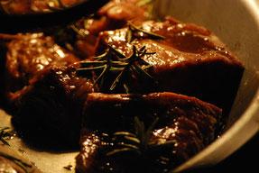 Rindfleischstreifen mit Auberginen und Fisolen