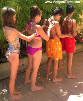 Protegerse del sol poniéndose la crema en cadena será más divertido. - www.AorganiZarte.com