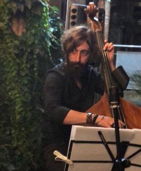 GIULIO IZZO - insegnante di contrabbasso, basso, chitarra, solfeggio