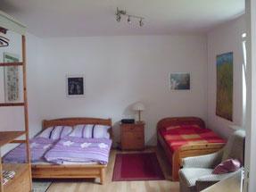 Schlafzimmer Doppelbett und Einzelbett