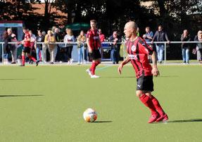 Marcel Meyer (re.) steuerte einen Treffer und zwei Assists bei. Foto: Mathias Reß