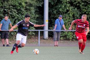 Youssef Sbou (li.) war mit einem Tor und einem Assist an beiden Toren beteiligt. Foto: Mathias Reß