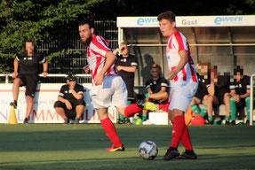 Adrian Voigt (re.)  kam auf zwei Treffer und zwei Assists. Foto: Mathias Reß
