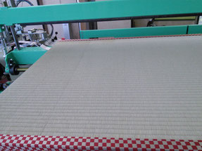 チェックにも見える市松模様の畳へり 国産の畳おもて「上」との相性はバッチリ★