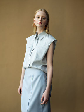 MIOMARTHA-sustainable-womens-summer-blouse-light-blue-Editorial-SS20