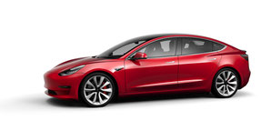 Ze red one goes faster. Die Performance Version des Model 3 in Red Multi-Coat (Bild: Tesla)