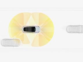 Der Autopilot scannt die Umgebung (Bild: Tesla)