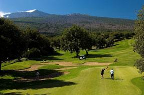Golf mit Blick auf den Ätna im Piccioli Golf Resort - © JSH Hotels & Resorts