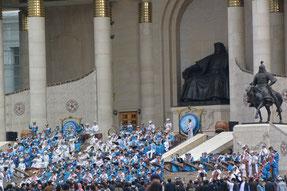 チンギス・ハン像の前でフビライ・ハン生誕800周年を祝う民族音楽コンサート(2015年9月24日)