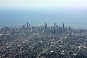 Chicago Skyline; by Shawn from Airdrie, Canada (Chicago) [CC BY-SA 2.0 (https://creativecommons.org/licenses/by-sa/2.0)], via Wikimedia Commons