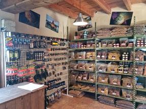 Photo comptoir de vente de bouillettes et appas carpe Domaine de Bouxier