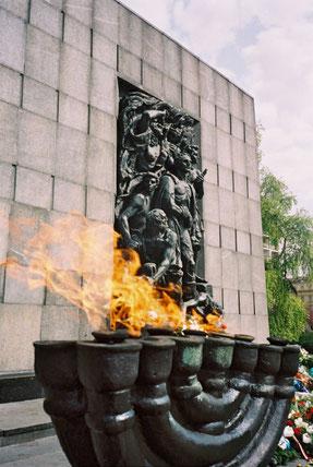 Mahnmal für die Opfer des Warschauer Ghettos.