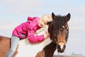 Mädchen auf Pony