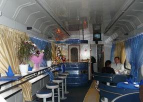 Wagon restaurant dans un train russe