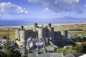 Blick auf das Harlech Castle und die Küste