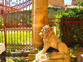 der Löwe bewachte einst einen herrlichen Garten