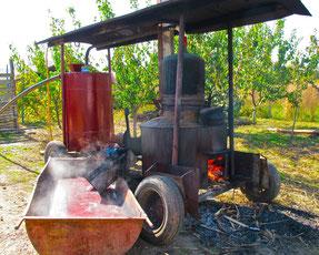 der Destillier-Kessel war angeheizt
