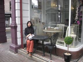 北アイルランド、エニスキレンのカフェにて