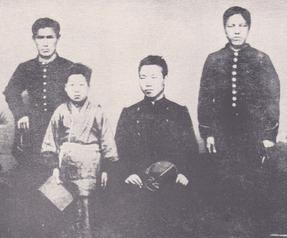 明治5年2月上京時兄と 前列右が兄、左が友三郎