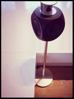 Beolab 3 Lautsprecher stehend.