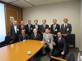 高野光二郎議員に案内していただき、参議院会館の佐藤信秋議員を表敬訪問