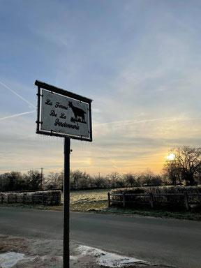Février 2021, notre premier marché à la ferme de La Pérotonnerie de Rom avec au programme le verglas puis une matinée ensoleillée