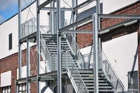 Geländer Glas Balkon Metall Metallbau Stahl Industrie Sanieren Design Treppe Stahlbau