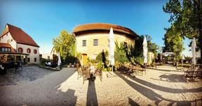 Wunderschöner Burg-Garten auf Burg Hartenstein, genießen Sie die Aussicht bei ein paar Köstlichkeiten