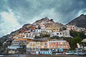 Häuser an italienischer Küste Italien