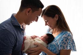 noworodek w rekach matki