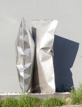 """Thomas Kühnapfel, """"Reservoir"""", Edelstahl, sandgestrahlt,  430 x 190 x 190 cm, 2010"""