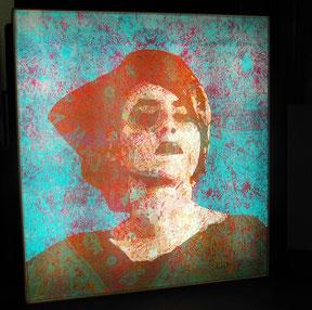 """Inge Kracht  """"GISI I"""", Digitalruck auf Plexiglas, in Leuchtkasten, 100x100cm"""