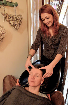 photo de la pratique du massage shiatsu crânien