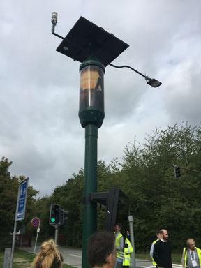Eine der extremeren Varianten von Strassenlampen im DOLL-Living Lab. Neben der Leuchtfunktion ist sie eine 5G-Basisstation, eine Messstation für die Luftqualität und mehr sowie eine Informationstafel.