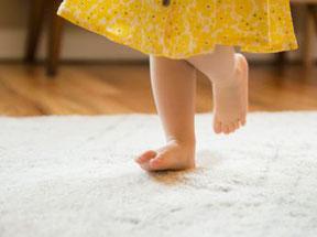 marche pieds nus, podologue enfant