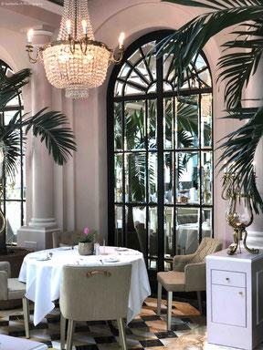 La Terrasse: Der Innenraum erinnert mit seinen vielen Palmen an eine französische Orangerie.