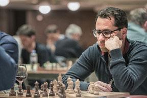 Gerhard spielt remis gegen Kuntner