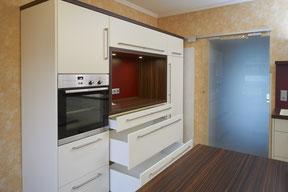 Küchenschrank mit großen Auszügen