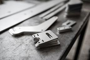 Blechbearbeitung: Laser Stahlblech zuschnitt in der Ostschweiz, Blechumformung und mechanisch spanend, Lasergeschnittenes Stahlblech Zuschnitt vor Abkanten