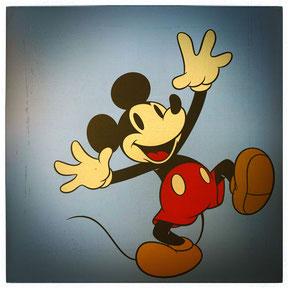 Mickey in seinem typischen Outfit
