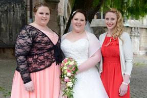 Braut und Brautjunpfern Hochzeitstag Styling