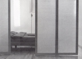 Raumteiler gibt Privatsphäre für Schlafbereich