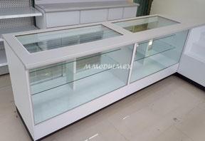 Mostrador con vitrinas
