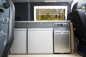 """Der neue Küchenbereich des """"Wohnbus"""" Campingausbaus für VW T5 & VW T6"""