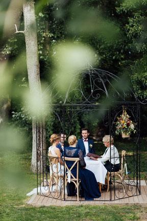 Brautpaar bei standesamtlicher Eheschließung in der Bekemühle