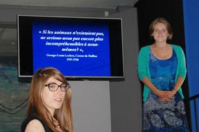 Mme Agathe Jagerschmidt présente la conférencière du jour, Mme Juliette Galpin
