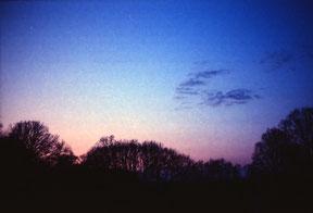 analoge kleurenfoto van een zonsondergang