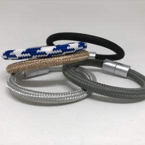 collec, Franziska Aeschimann Armband aus versilberten Zugfedern und Swarovskikristall