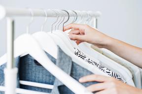 Kleiderschrank ausmisten wo anfangen: Aufräumcoach Zürich